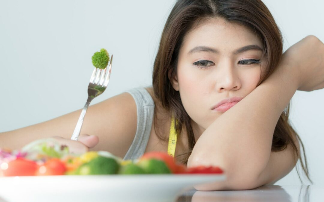 12 Warning Signs of Eating Disorders You Shouldn't Ignore